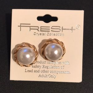 April Spirit Other - Pearl Earrings